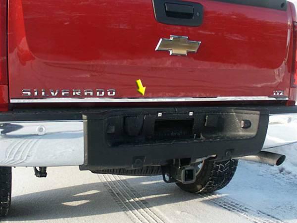 QAA - Chevrolet Silverado 1999-2006, 2-door, 4-door, Pickup Truck (1 piece Stainless Steel Tailgate Accent Trim ) RT39181 QAA